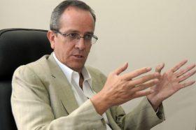 QUITO.-09-10-2012. Alberto Acosta, candidato a la presidencia de la republica del Ecuador. Diogenes Baldeon/ EL UNIVERSO