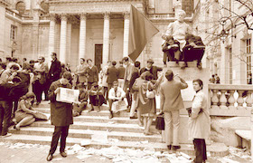 FRANCE. Paris. 5th arrondissement. 14th May 68. Left Bank. Students groups occupying the courtyard of the Sorbonne University.