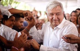 MEX57. LA BARCA (MÉXICO),21/05/2018.- Fotografía cedida del candidato izquierdista a la Presidencia de México, del Movimiento Regeneración Nacional (Morena), Andrés Manuel López Obrador, quien participa hoy, lunes 21 de mayo de 2018, en un acto de campaña, en la Barca, en el estado de Jalisco (México). EFE/Prensa Candidato/SOLO USO EDITORIAL / NO VENTAS