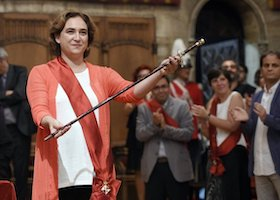 The new mayor of Barcelona, Ada Colau shows the mayor's baton after being sworn in as mayor of Barcelona during the investiture session at the Barcelona City-Hall on June 13, 2015. The anti-eviction activist turned politician Ada Colau was sworn in as the first female mayor of the Spanish city of Barcelona on June 13, 2015 thanks to the support of independents and Socialists after her list of candidates won 11 of the 41 seats in local elections on May 24.  AFP PHOTO / LLUIS GENE